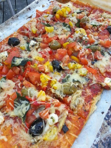 makrele olive pizza