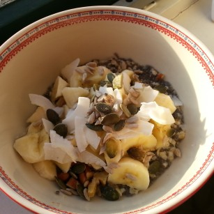 Oatmeal with coconut flakes, banana, walnuts, pecans, sunflower seeds and pumpkin seeds. Yummie!