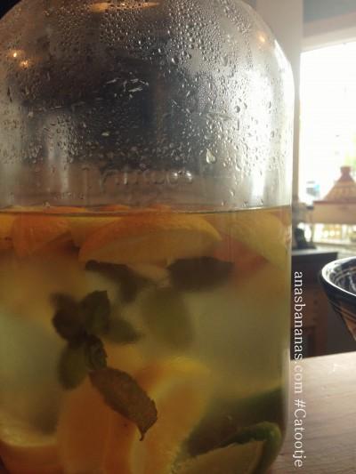 Catootje aan de Markt cafe Mediterranean restaurant review lemonade Ana's Bananas Blog